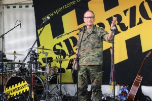 Dienststellenleiter Auswertezentrum EloKa und Standortältester in Daun, Oberst i.G. Uwe Malkmus, bei seiner Ansprache. Foto: KAS.